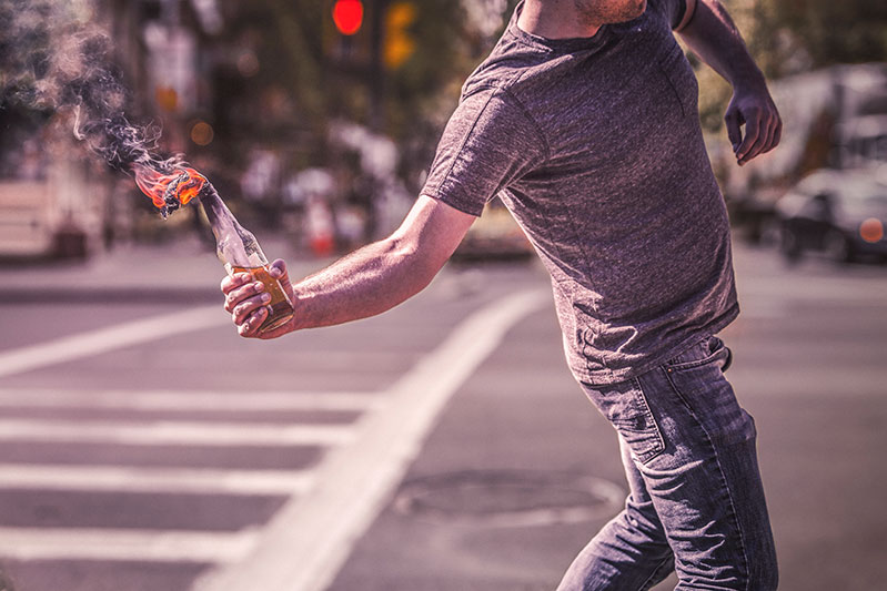 Sehen wir die Welt brennen, oder zündeln wir aktiv mit?